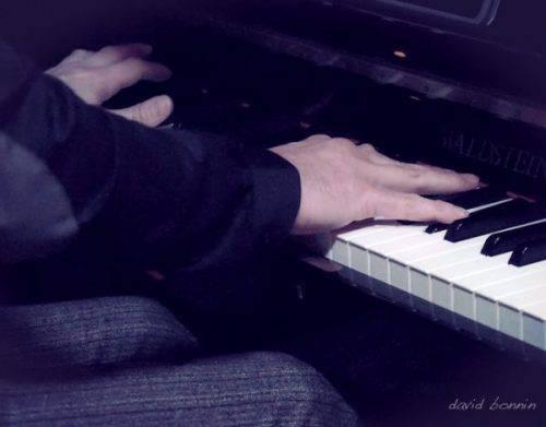 Mains au piano - david bonnin pianiste savoie suisse