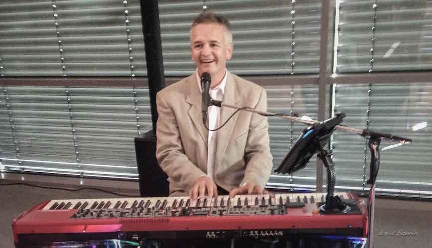 david bonnin - solo Piano & Microphone
