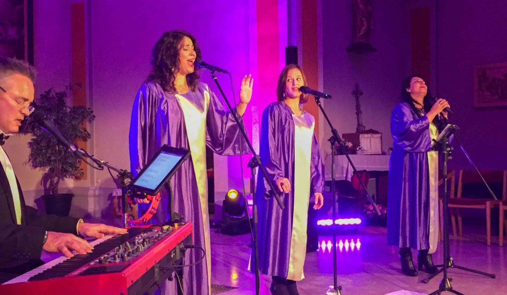 Soirée concert Gospel, à l' Eglise de Saint-Pierre-en-Faucigny, en Haute-Savoie, avec david bonnin pianiste