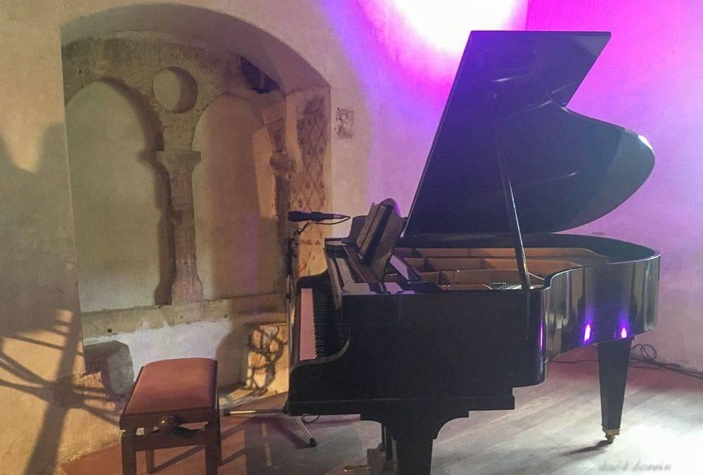 david bonnin avec Marjorie Lantz au chant à Romainmôtier-Envy, Suisse