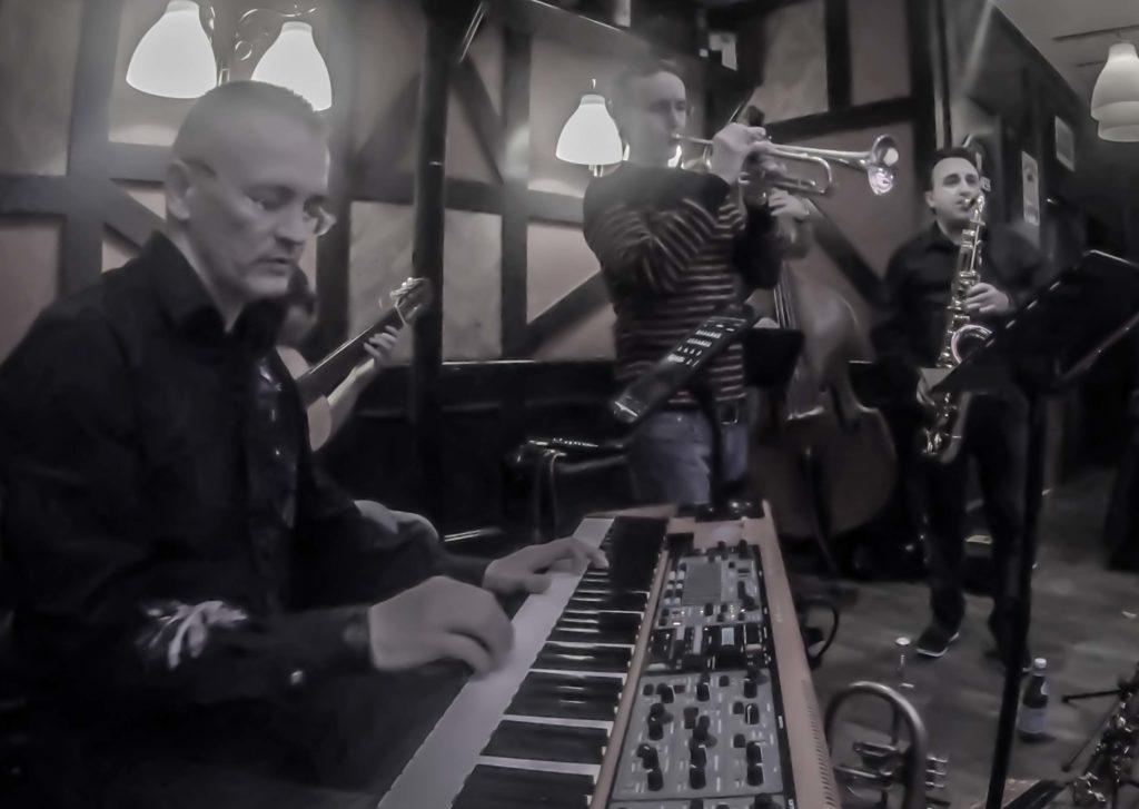 Jazzily trio invite Vincent Stephan - Bugle. Roland Sans - saxophones, David Bonnin - Piano, Vincent Morchain - Contrebasse et Marcel Bottaro - Guitare