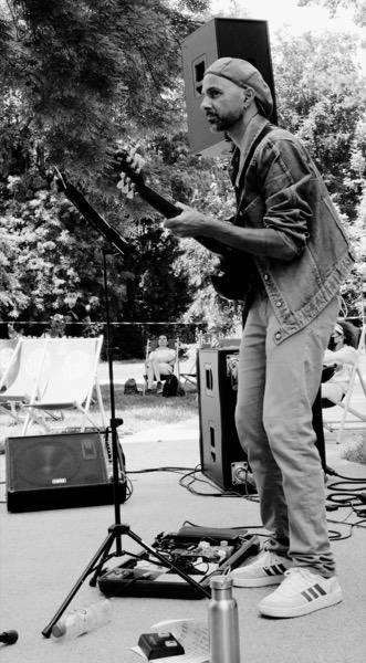 le 2021-6-1 TRUES en Concert Siestes du Verney - Julien Ravier à la Guitare